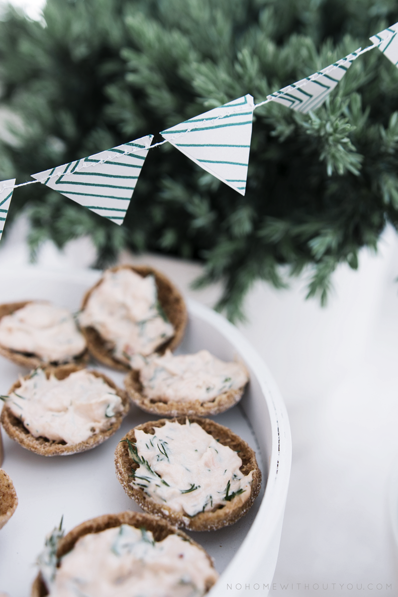 rye bread buttons with smoked salmon filling